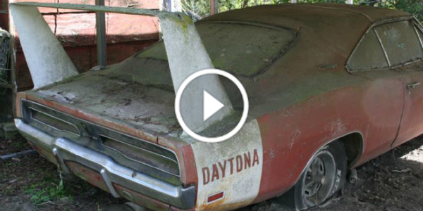 BARN FIND 1969 DODGE CHARGER DAYTONA Alabama 42
