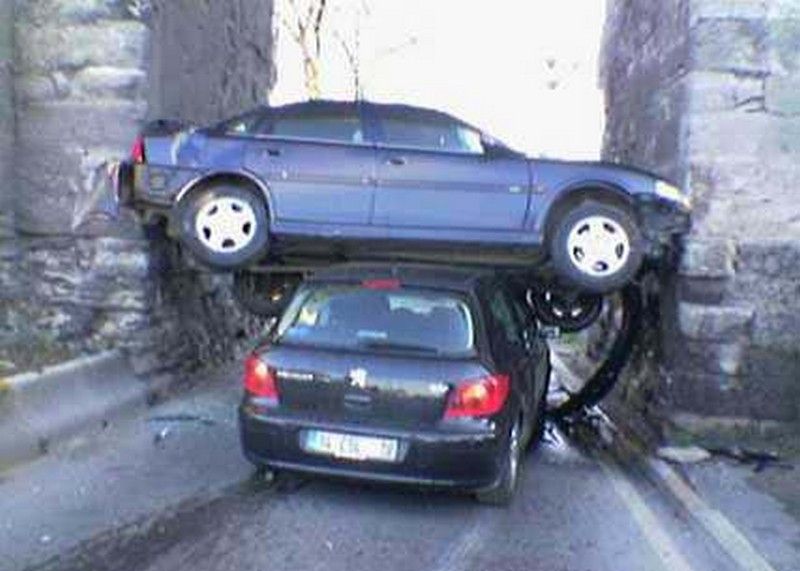 Bizarre Car Accidents 16