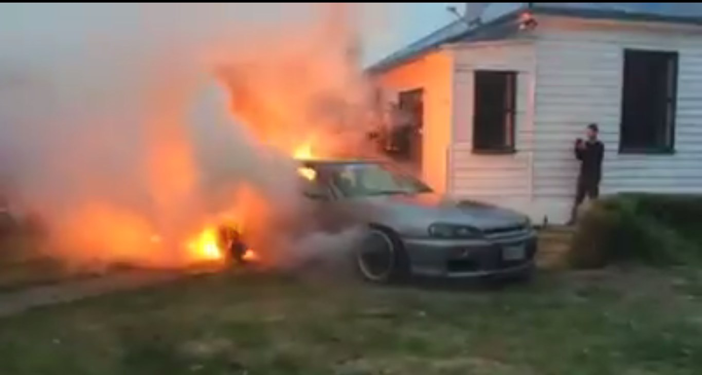 Merveilleux This Guy DESTROYED NISSAN SKYLINE GTR R34 FIRE 3
