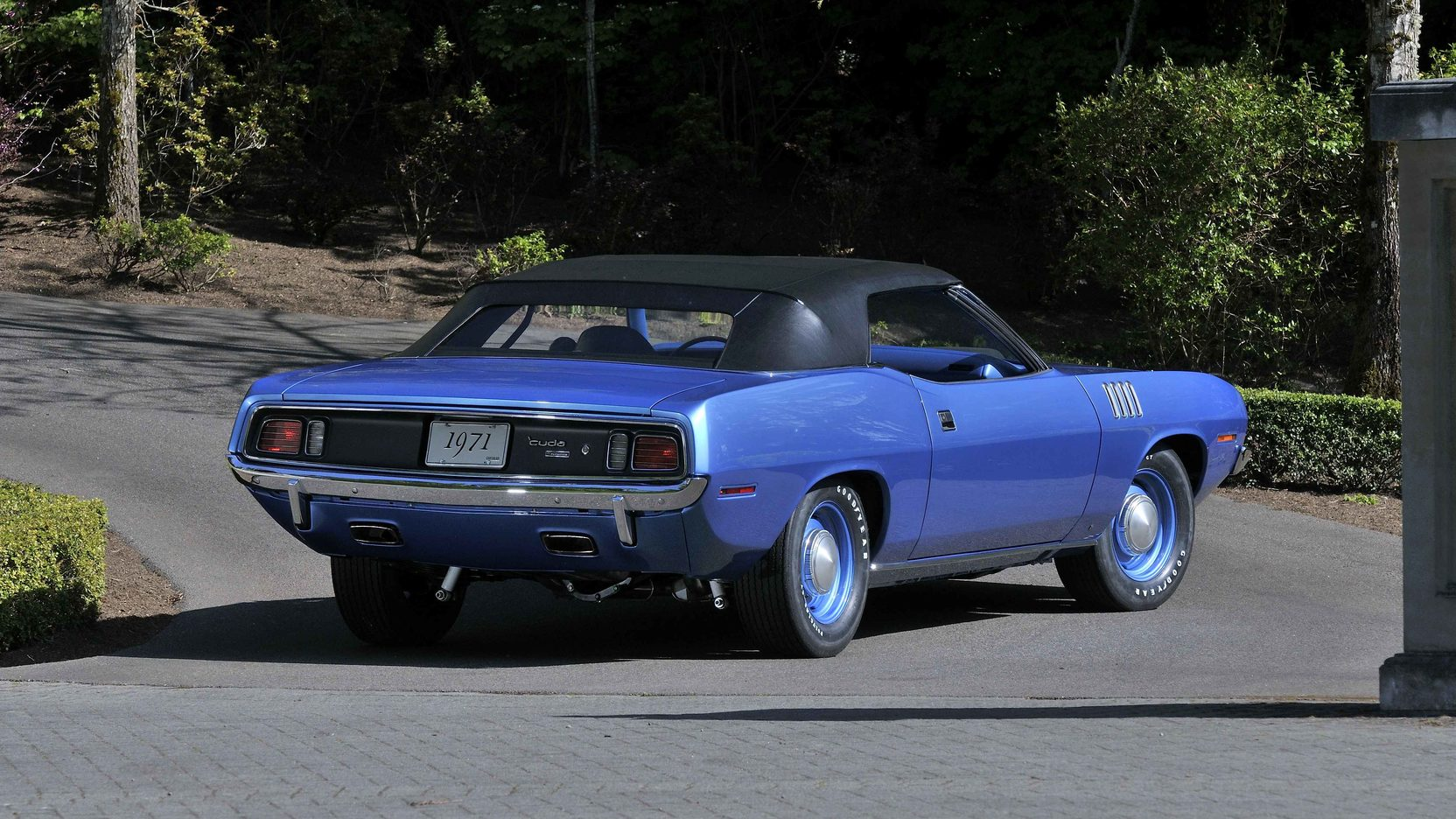 1971 Chrysler Plymouth Hemi Barracuda Convertible 4-Speed 3