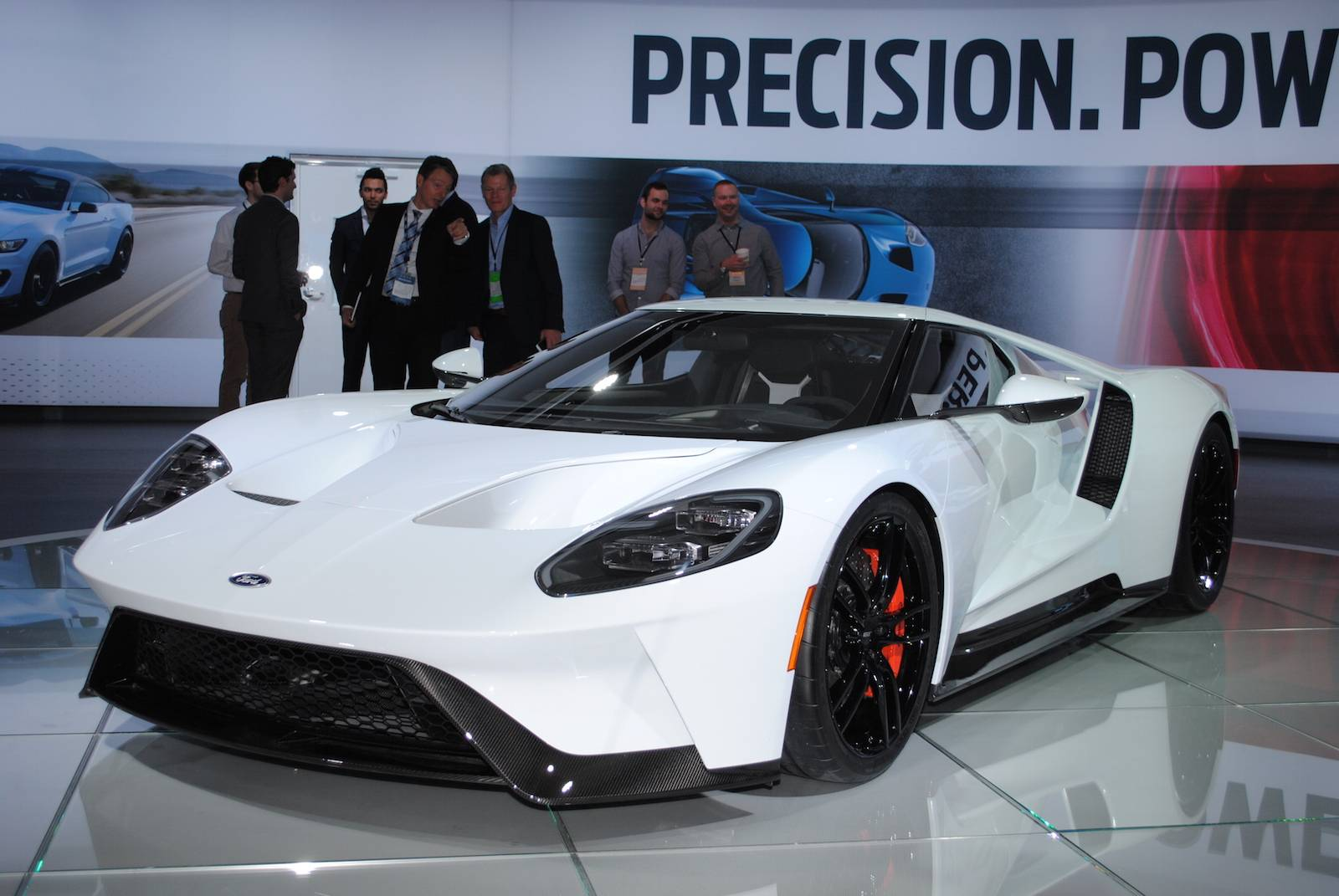 New ford gt 2017 displayed at 2016 detroit motor show for Ford gt 2017 motor