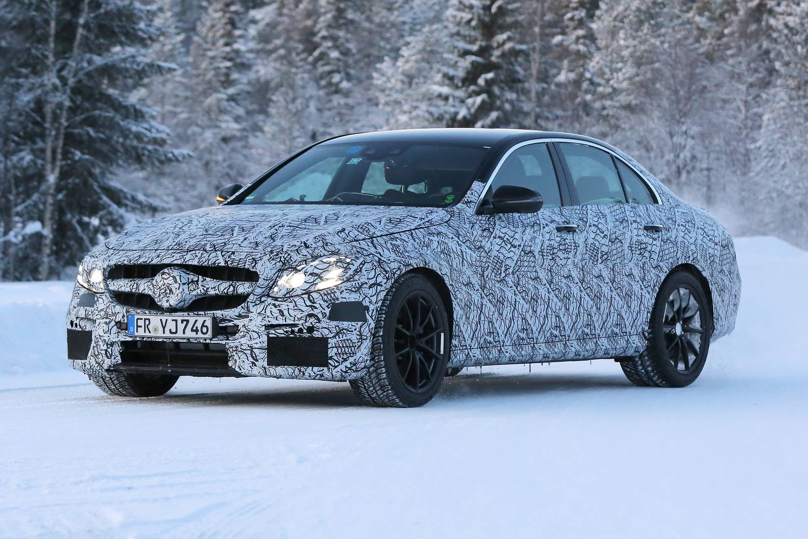Spy Photos From The 2017 MERCEDES AMG E63 1