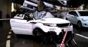 Range-Rover-fell-from-freeway-overpass 2
