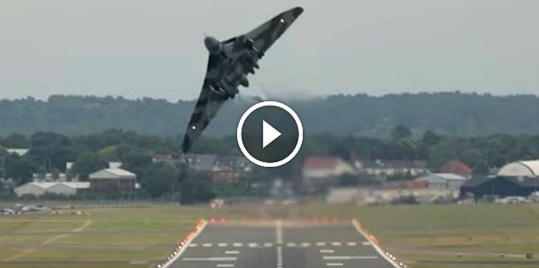 Vulcan XH558 Aircraft Takeoff Farnborough 2014 FIA14 31