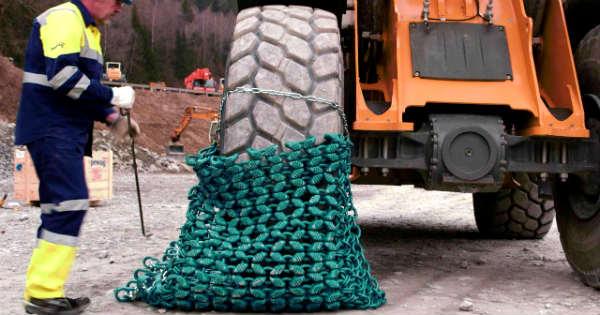Installing Chains Heavy Equippment 7