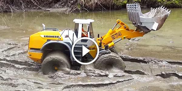 RC Graupner Loader Mud battle small machine