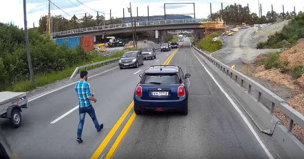 Mini Driver Tries To Commit Insurance Fraud Caught on Camera 2