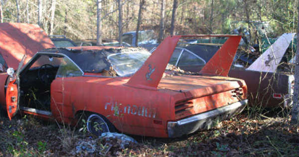TWO 70 PLYMOUTH SUPERBIRD CARS 33