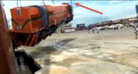 EMD GT46C-Ace Locomotive Train Heavily Dropped On Delivery fail 4