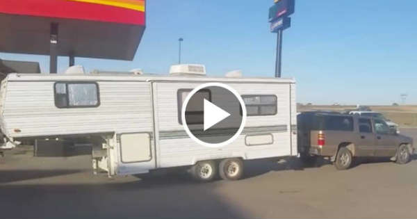 Fifth Wheel Truck Bumper : Guy pulls th wheel camper backwards with a bumper hitch