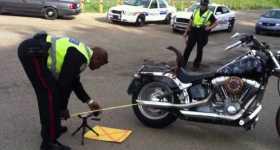 Cops Pull Over Guy For Decibel Test But Overheat His Bike Instead3