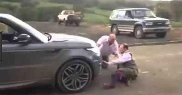 Old vs New Range Rover Tug of War 6