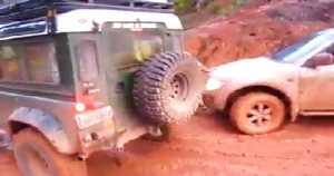 Defender SUV off road Mitsubishi L200 2