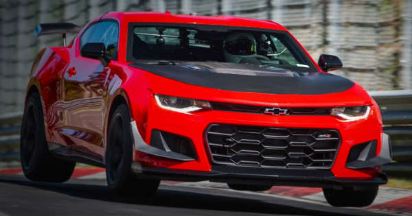 New 2018 Chevrolet Camaro ZL1 1LE first look 1
