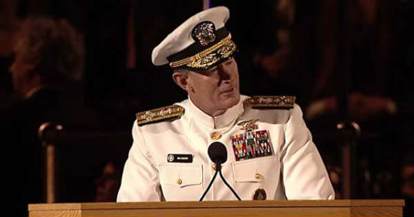 Touching Speech By Admiral Mcraven Everybody Can Change