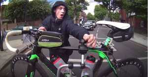 A cyclist is captured trying to steal racing bike in central London 2