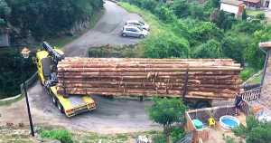 Lodging Truck Crossing Bridge Like A BOSS 1