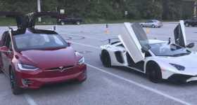 Record Breaking Tesla Model X P100D vs Lamborghini Aventador SV 1