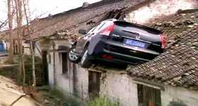 This SUV LOST CONTROL On The Road 1