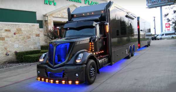 Scott Bloomquist Luxury Life Ultimate Rig 1