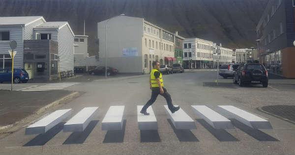 This 3D Crosswalk Zebra in Iceland Should Slow Down Speeding Cars 2