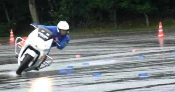 Wet Surface Skills Japanese Police Bikes 4
