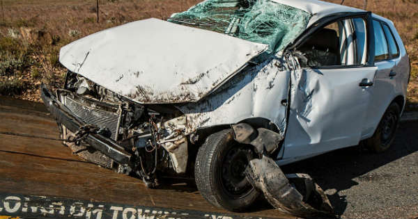 How to Deal with Car Damage After an Accident 3