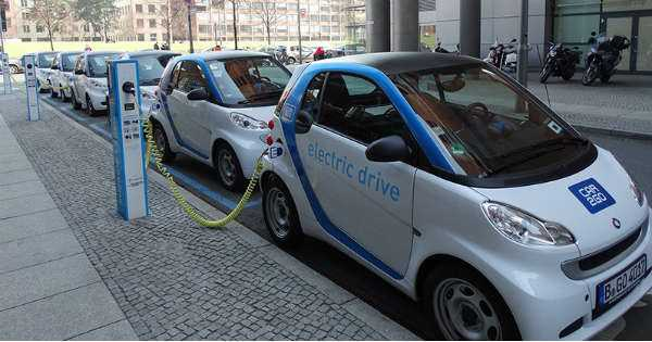 3 Challenges Facing the Electric Vehicles Industry 2