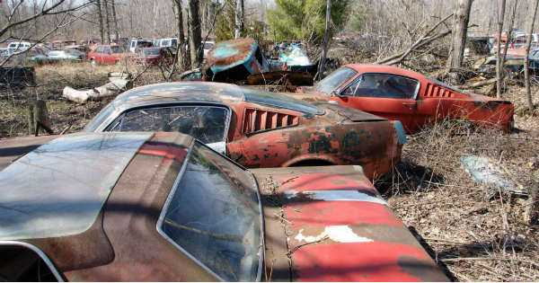 How to Junk a Car 7 Steps to Take Before Selling It to the Junkyard 2