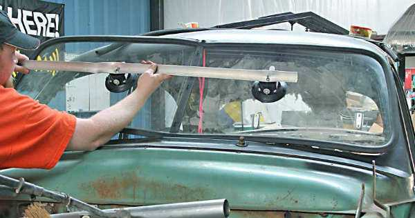 What causes Windshield to Crack Tips on Maintenance and the Repair Solutions 1