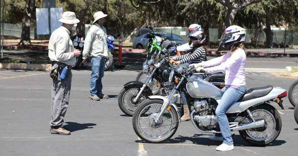 How to Take a Motorcycle Course for Newbie Riders 1