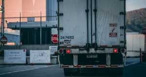 Things to consider when hiring trucking companies 1